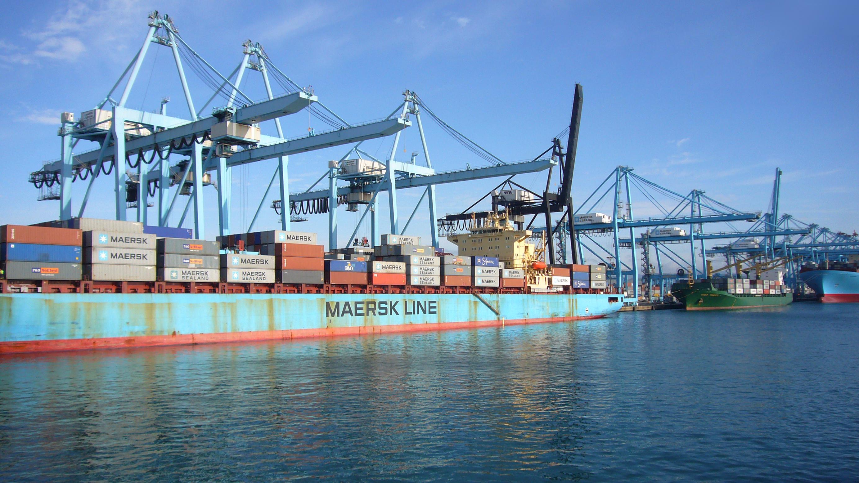 Carguero en el puerto de algeciras - Puerto de algeciras hoy ...