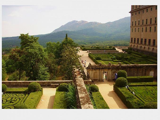 Jardines del escorial for Cementerio jardin del mar
